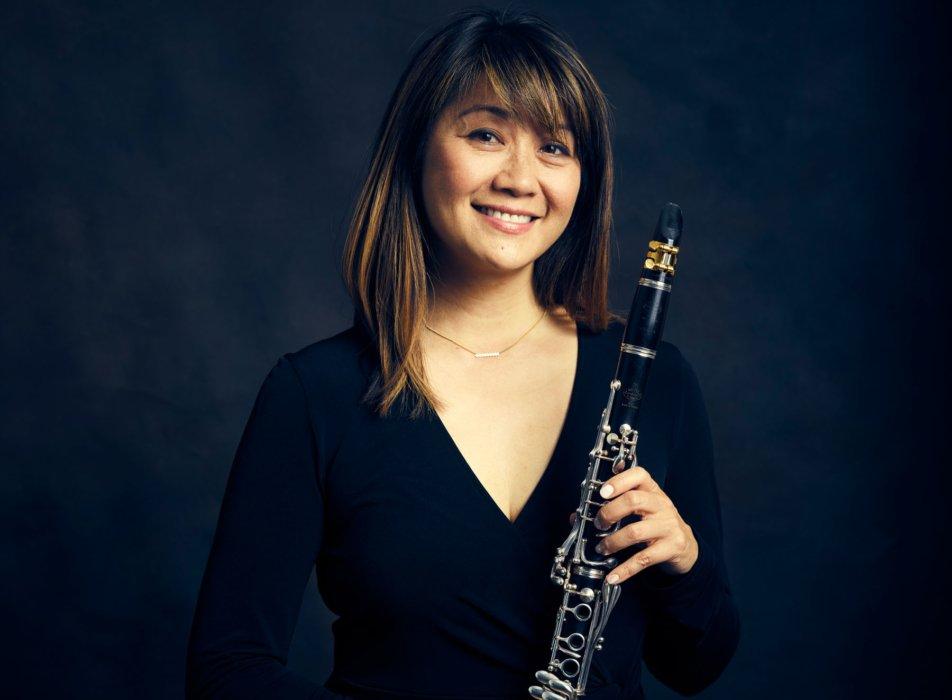 Portrait of a woman with a clarinet - concert nova