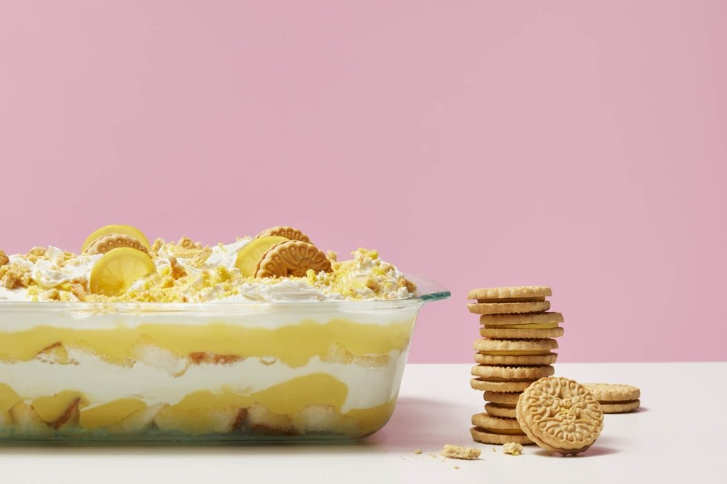 Bold and modern pyrex with vanilla cookies and banana pie