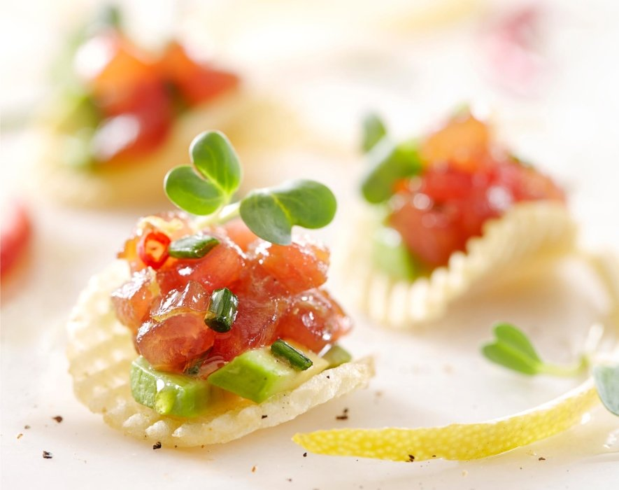 Raw tuna appetizer on chips