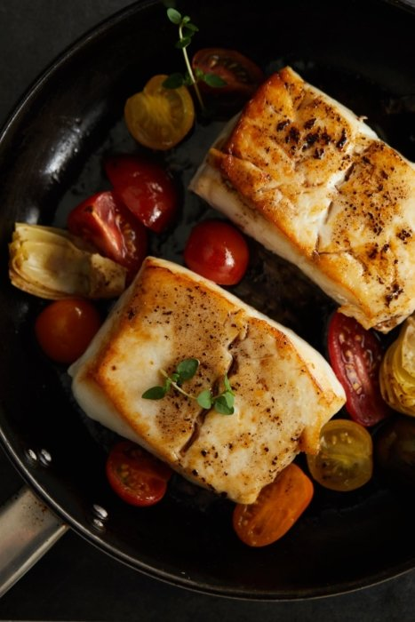 Fish with roasted vegetables with roasted cherry tomatoes