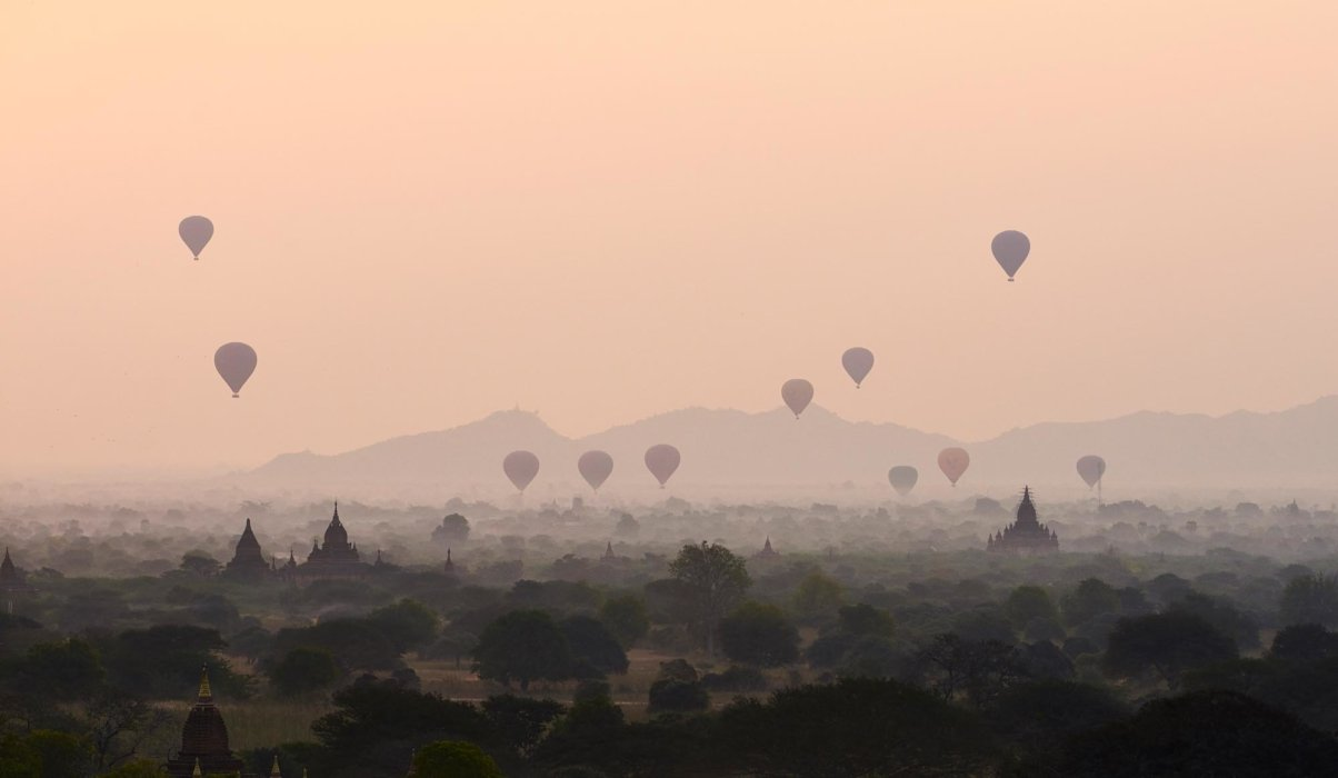 Travel photo of hot air balloons