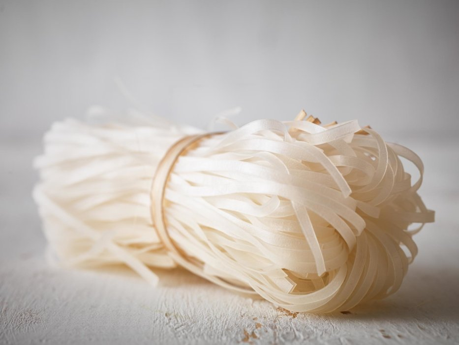 Raw uncooked rice noodles