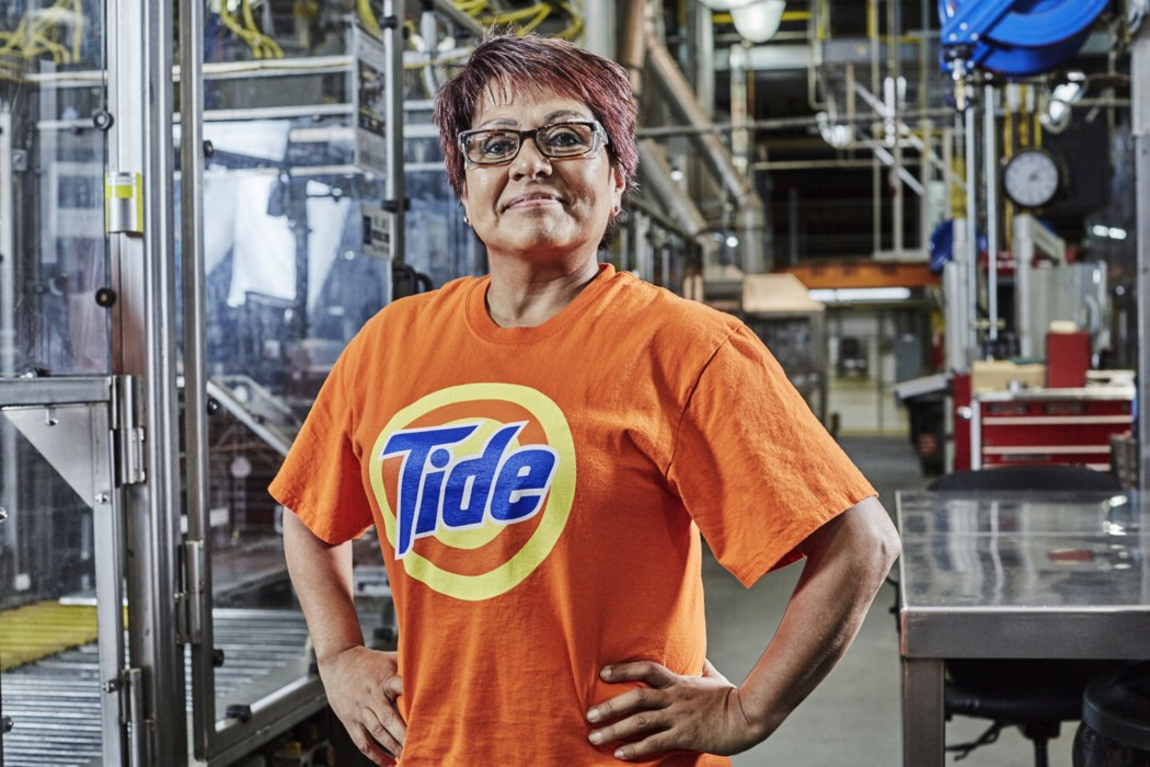 A working woman in a tide shirt