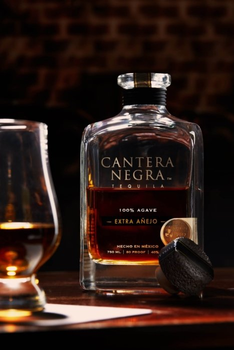 Extra anejo tequila in a lounge bar - cantera negra - drink photography