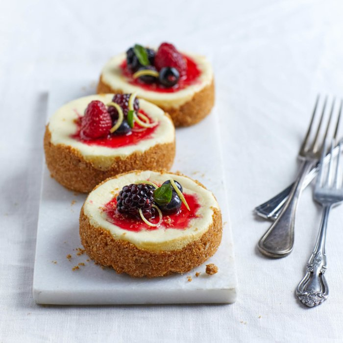 Three small cheese cakes - food styling
