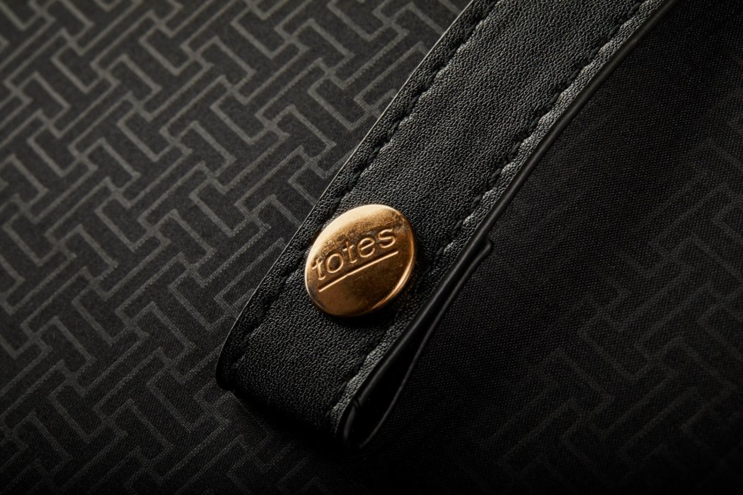 Detail photo of an umbrella snap- totes- Product Photography