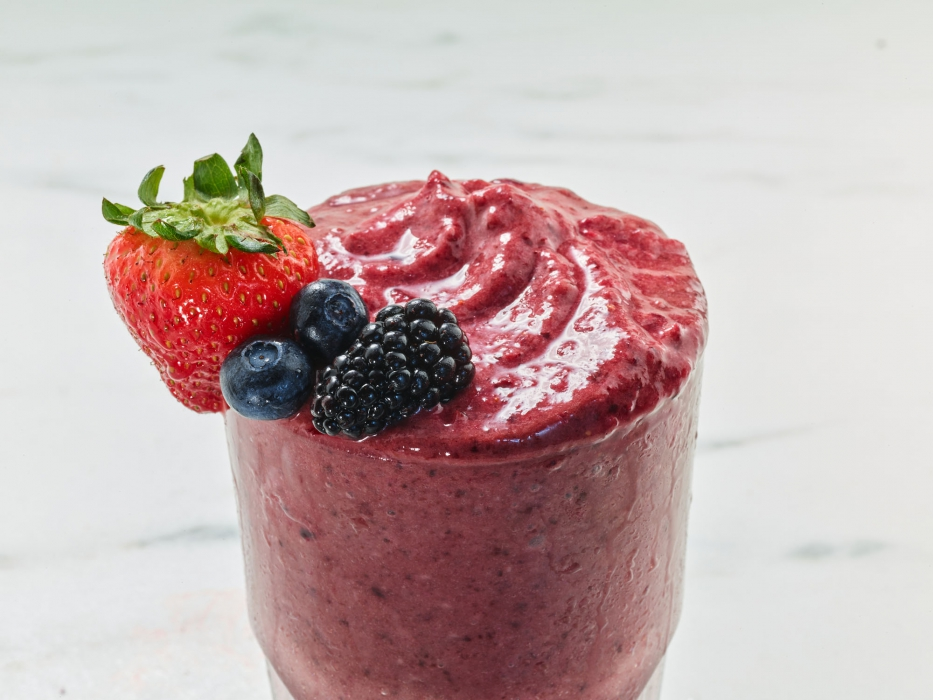 berry smoothie - drink photography