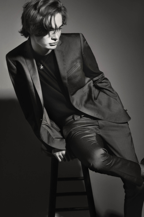 Portrait of a young fashion man on a stool - black and white - modern photography - portrait photographer